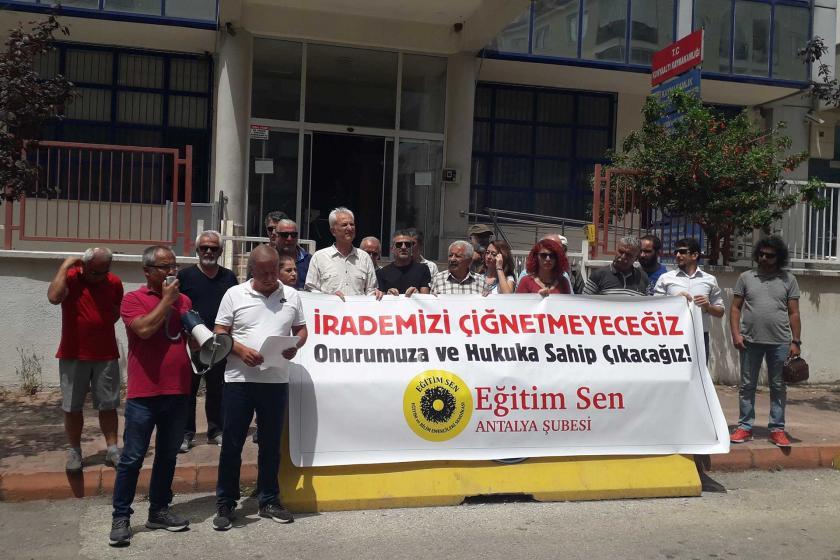 Eğitim Sen'lilere hakaret eden Yakup Hoplar protesto edildi