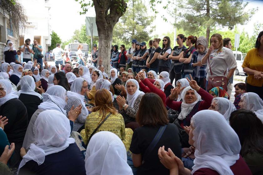 Diyarbakır'daki anneler: Bir an önce adım atıp tecridi kırsınlar