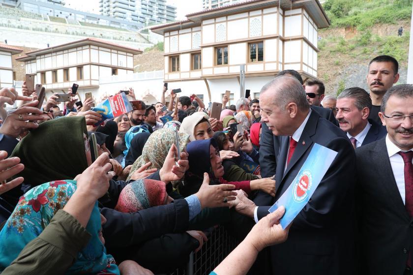 """Erdoğan'dan EYT'li işsiz kadına """"Kocan ne yapıyor?"""" sorusu"""