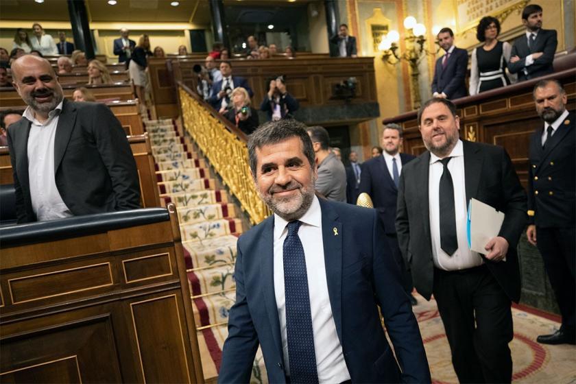Tutuklu 4 Katalan siyasetçinin milletvekilliği askıya alındı