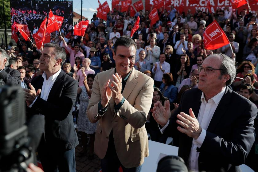 İspanya'da seçimi sol kazandı, koltukları sağcılar aldı