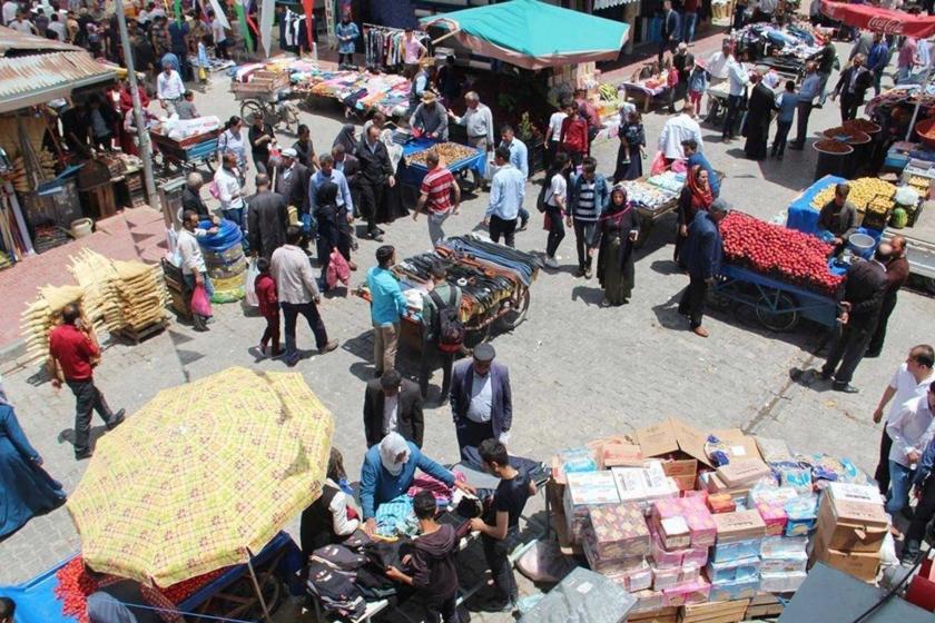 Van'da borç parayla bayram alışverişi: 'Çocuklarımıza elbise bile alamıyoruz'
