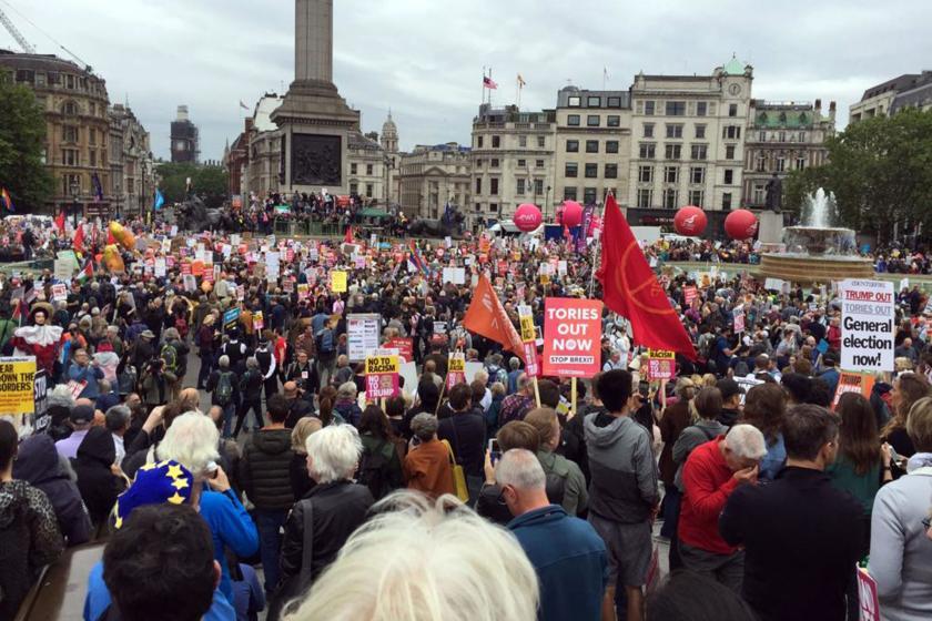 """Londra'da on binler """"Trump defol"""" dedi"""