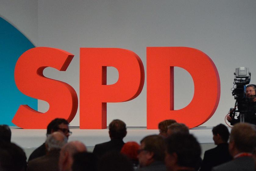 Almanya'da SPD kulislerinde genel başkanlık için isimler tartışılıyor