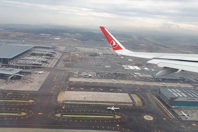 İstanbul Havalimanı'ndan kalkan uçak kuş sürüsüne çarpınca acil iniş yaptı