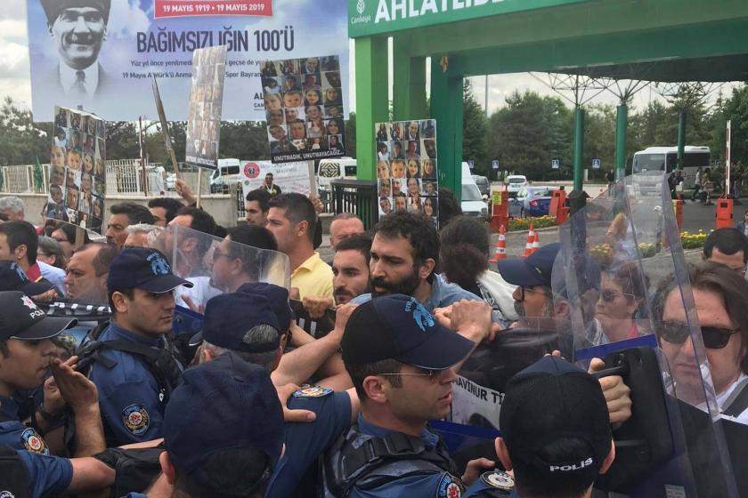 Çorlu tren faciasında yakınlarını kaybedenlerin 'Adalet Nöbeti'ne polis saldırdı