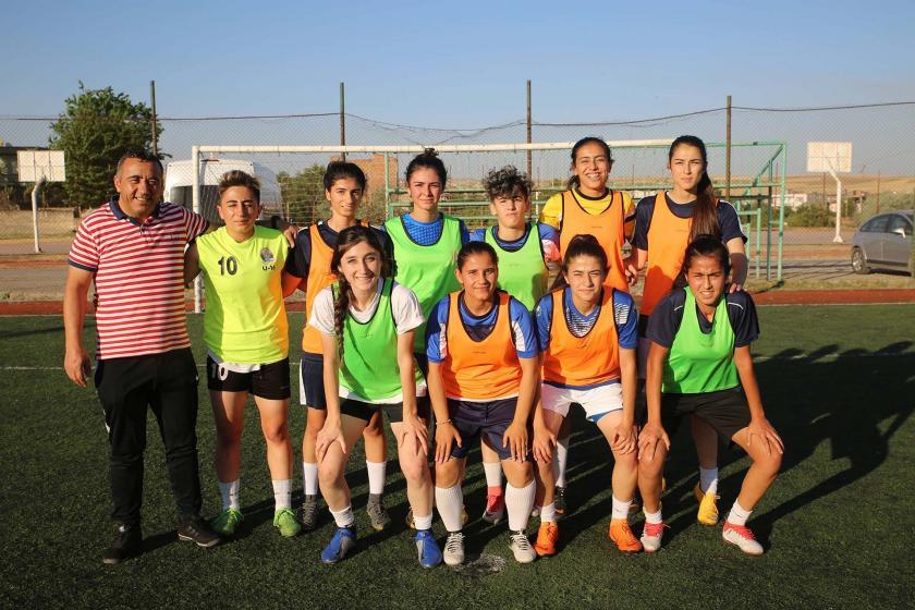Kürtçe konuştukları için hakarete uğrayan kadın futbolculardan federasyona çağrı
