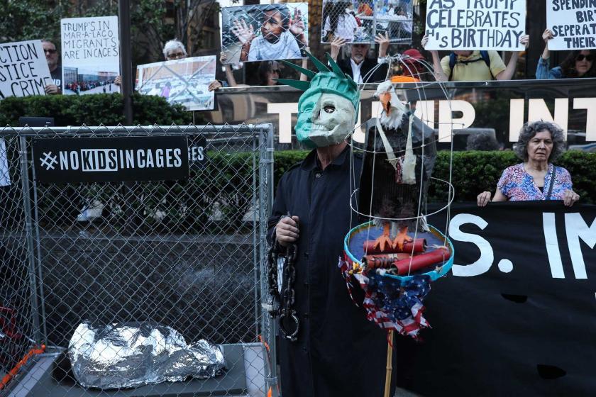 """Trump'ın göçmen politikası New York'ta protesto edildi: """"Kafeslere Hayır"""""""