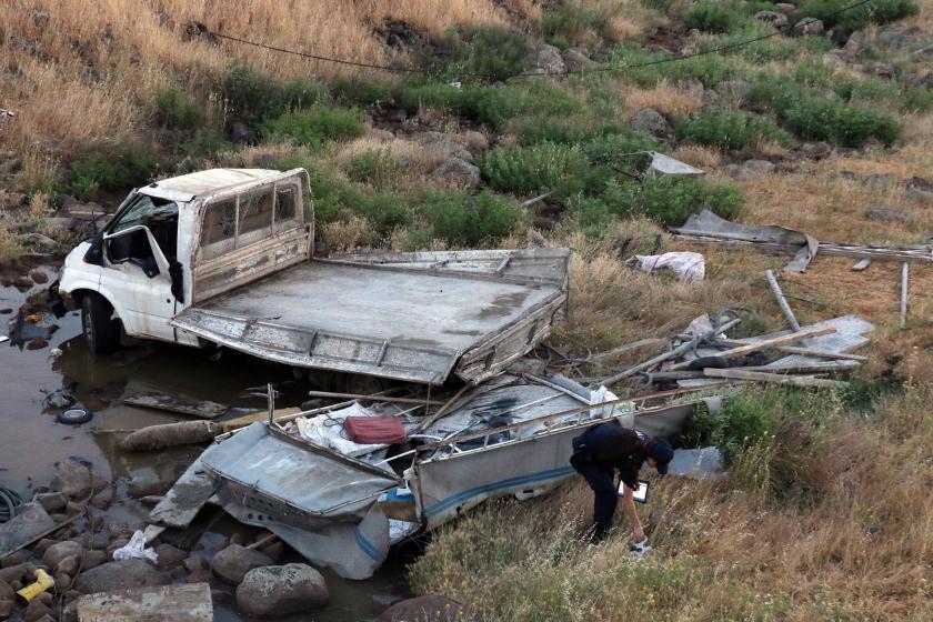 Urfa'da işçileri taşıyan kamyonet devrildi: 6 işçi yaralandı