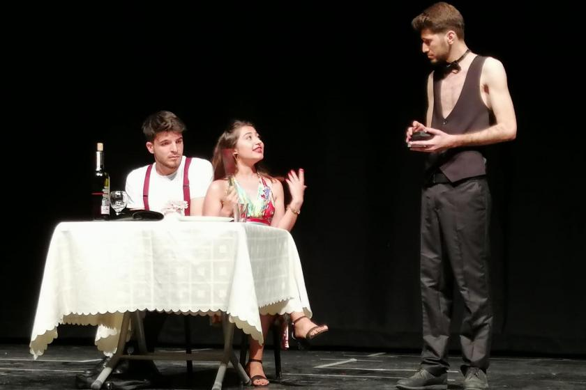 """Genç mühendisler Adana'da """"Tek kişilik şehir"""" oyununu sahneledi"""