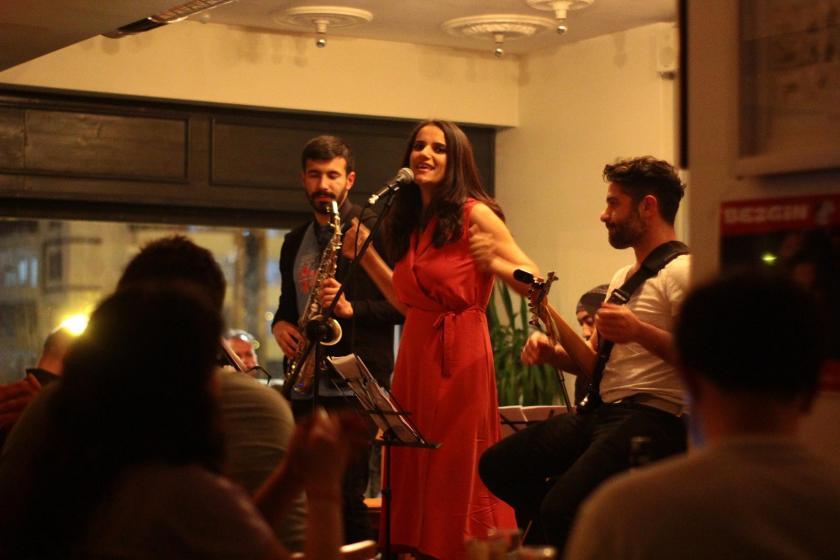 Kürt şarkıcı Tara Mamedova: Sanat yaşamımı belirleyen çocukluğum oldu