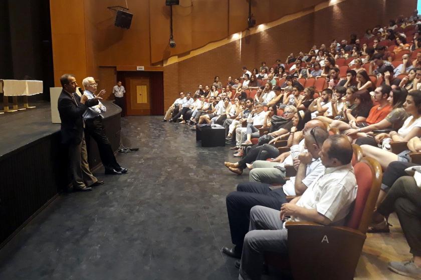"""DEÜ Güzel Sanatlar Fakültesi öğrencilerinden """"kampüs"""" tepkisi"""