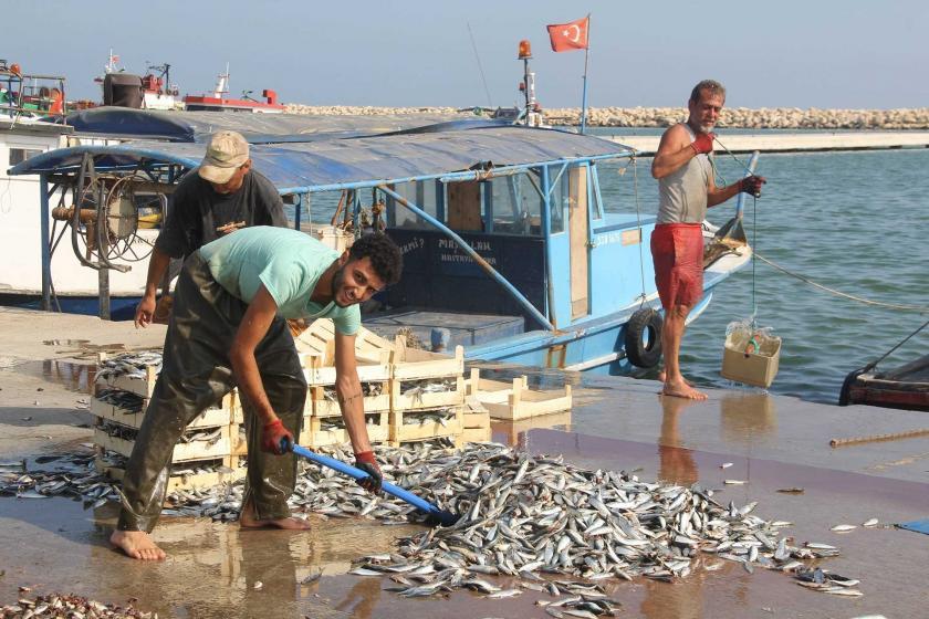 Karaduvar sahilindeki balıkçılar: Karın tokluğuna çalışıyoruz