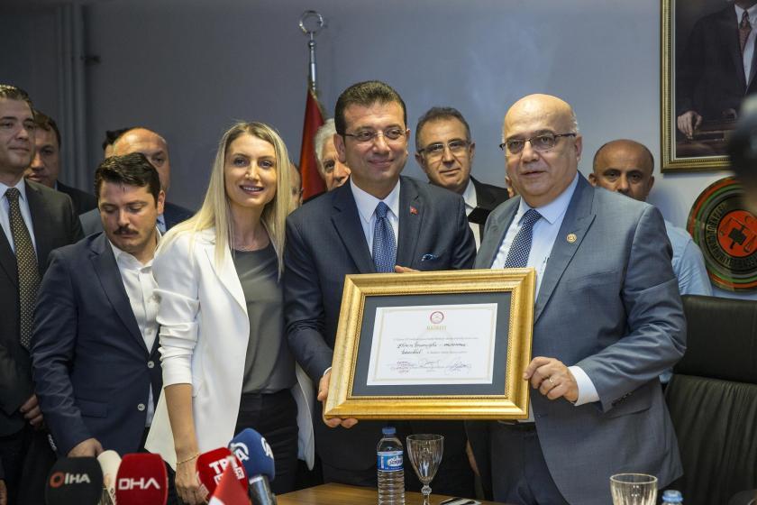 İBB Başkanı Ekrem İmamoğlu mazbatasını aldı