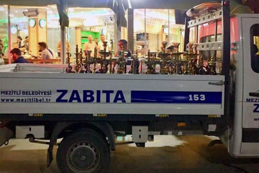 Mezitli'de ayrımcı uygulama: Suriyelilere ait nargile ve çek çekler toplandı