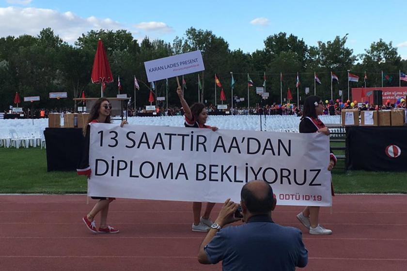ODTÜ mezuniyet törenine yine öğrencilerin pankartları damga vurdu