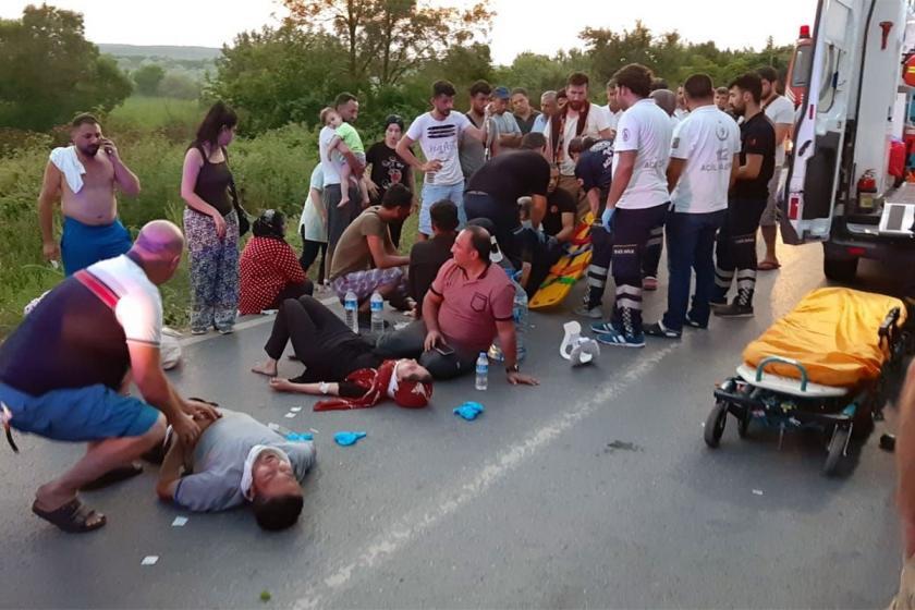 İstanbul Çatalca'da minibüs devrildi: 23 yaralı