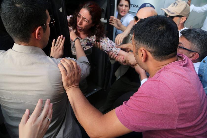 Diyarbakır'da gözaltına alınan HDP Milletvekili Dersim Dağ serbest bırakıldı