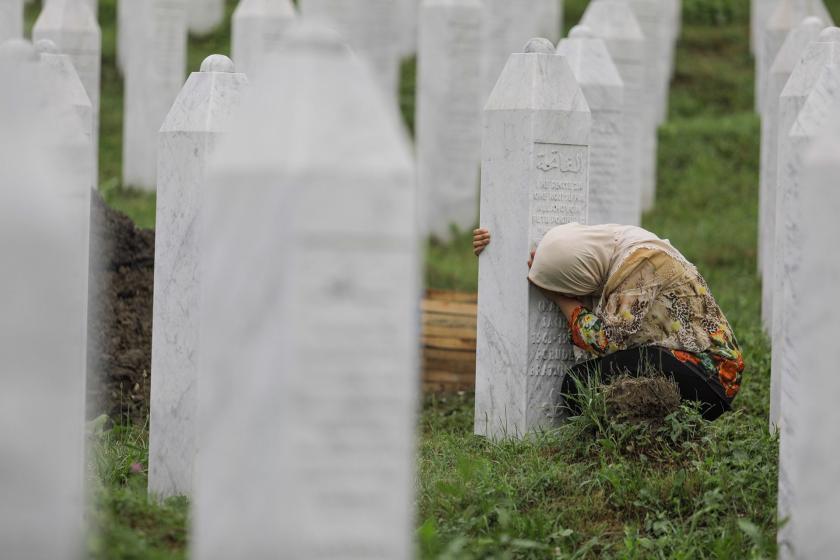 Srebrenitsa Soykırımı kurbanı 33 kişi toprağa verildi