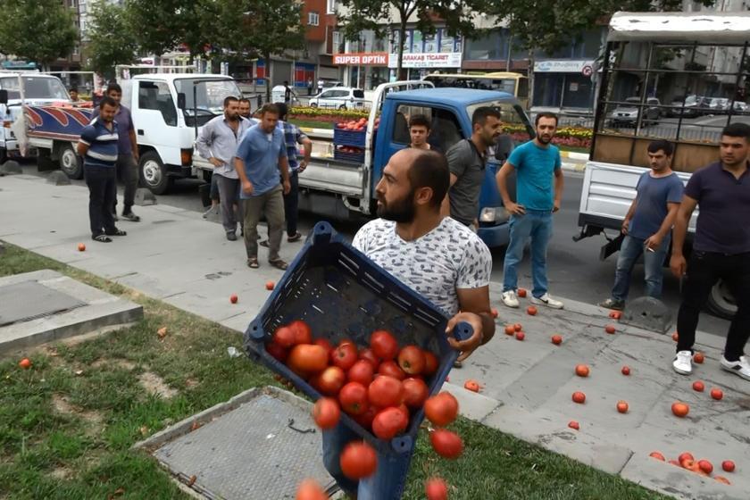 Seyyar satıcılar Sultangazi Belediyesi önünde cezalara isyan etti