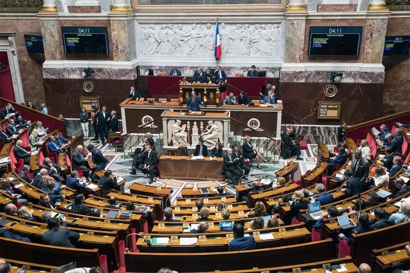 Fransa'da emeklilik yaşını 64'e çıkaran tasarı protesto edildi