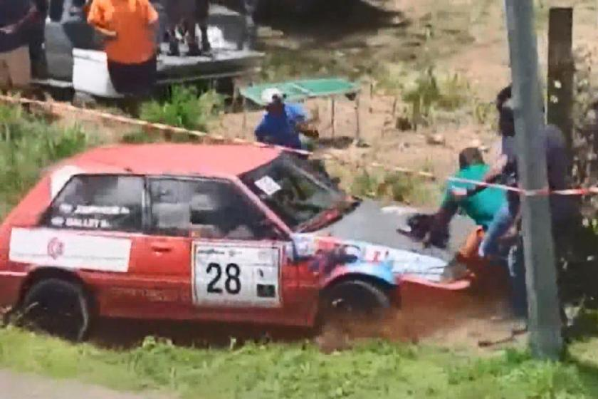 Yarış otomobilleri izleyenlerin arasına daldı: 7 yaralı