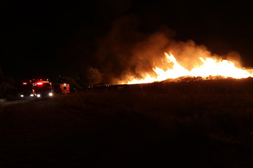 Katı atık tesisindeki yangını söndüren itfaiye ekibine patron yakınları saldırdı