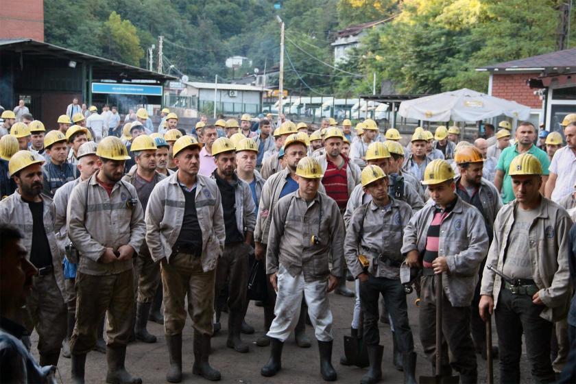 Kamu işçisinden Türk-İş'e: Ne oldu da yüzde 8'e imza attınız?