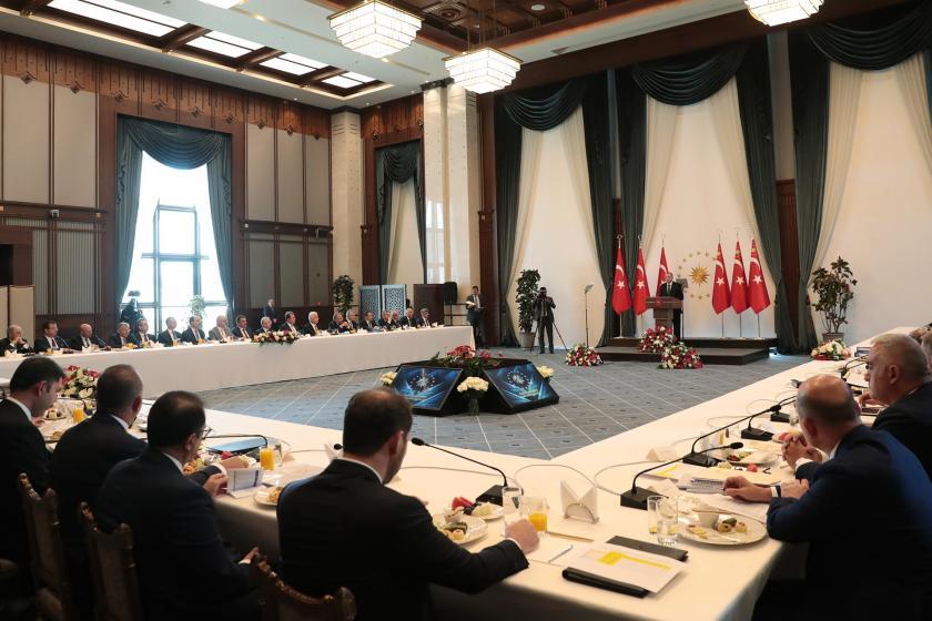 Erdoğan büyükşehir belediye başkanları ve kayyumlar ile Beştepe'de görüştü