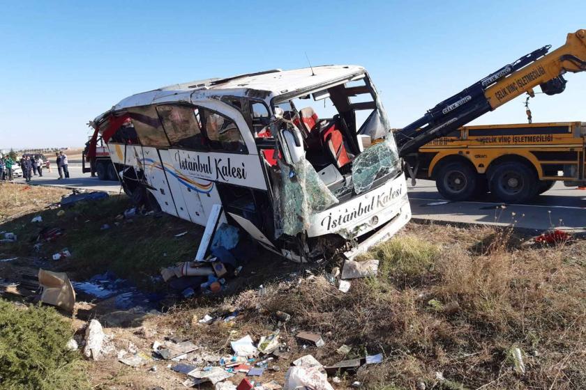 Afyon'da yolcu otobüsü devrildi: 1 ölü, 40 yaralı