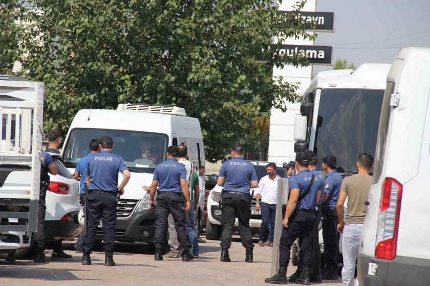 Diyarbakır'da AKP önünde eylem yapan annelerden 5'i gözaltına alındı