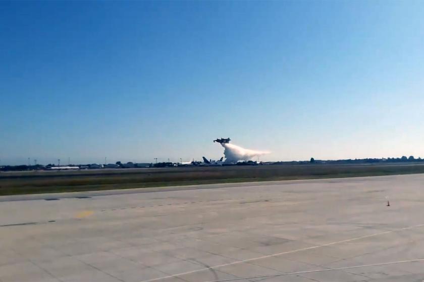 'Hurda' denilen THK uçakları Teknofest'te gösteri uçuşu yaptı