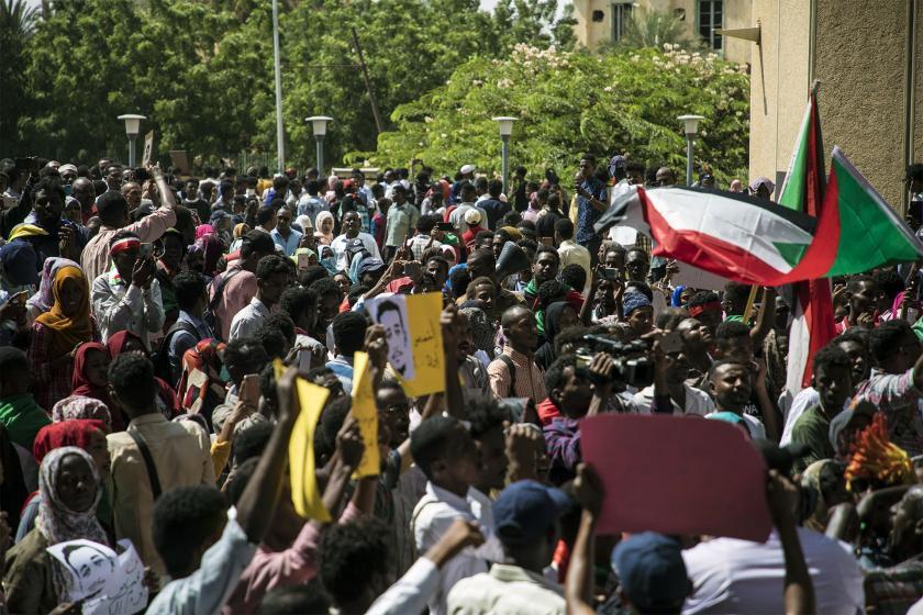 Sudan'da eylemler sürüyor: Beşir'in bürokratları yargılansın