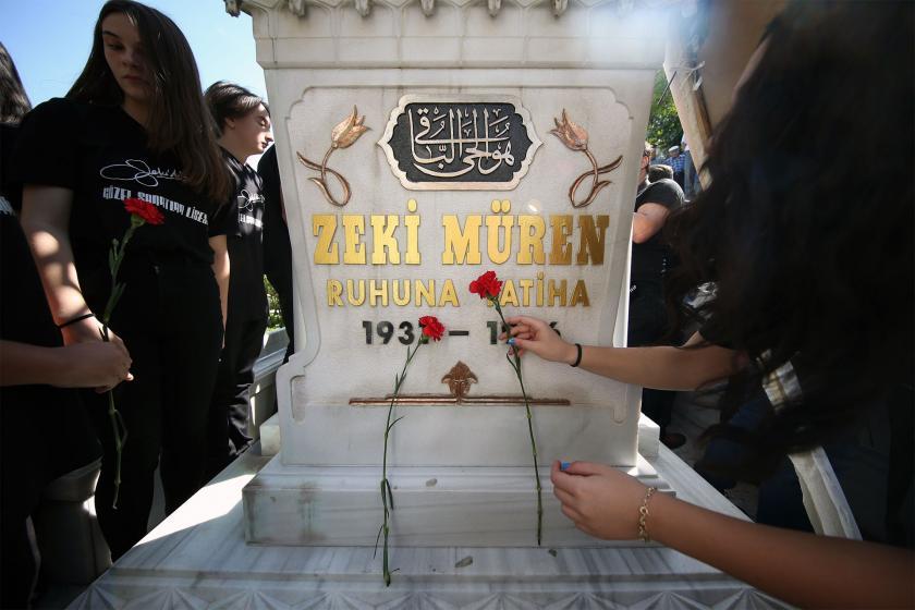 Zeki Müren ölümünün 23. yılında mezarı başında anıldı