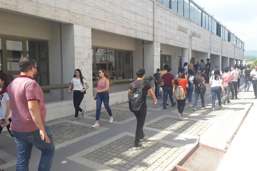 """Mersin Üniversitesi, yemekhane zammına karşı çıkan öğrencilere """"terörist"""" dedi"""