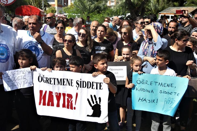 Mersin'de kadın öğretmene yönelik şiddet protesto edildi