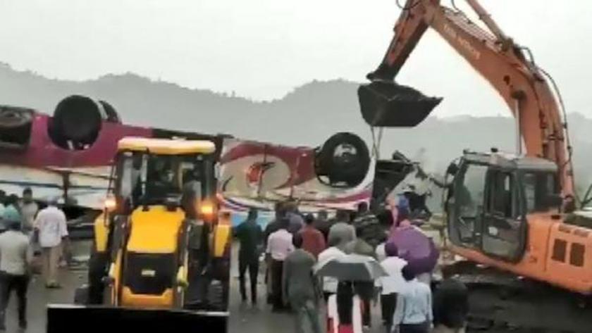 Hindistan'da yolcu otobüsü takla attı: 21 kişi hayatını kaybetti, 53 kişi yaralandı