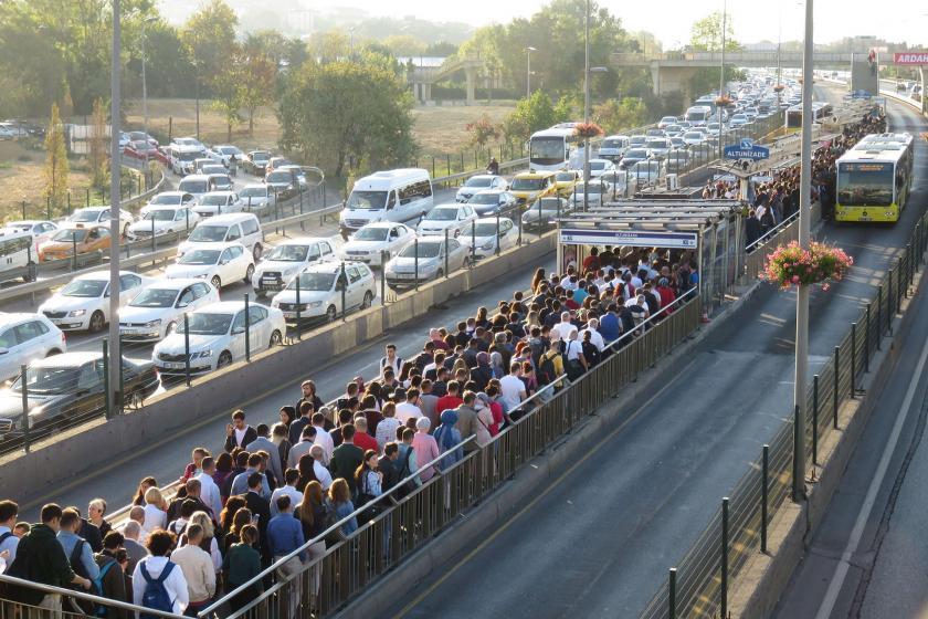 İBB'den Altunizade metrobüs durağında yaşanan yoğunluğa ilişkin açıklama