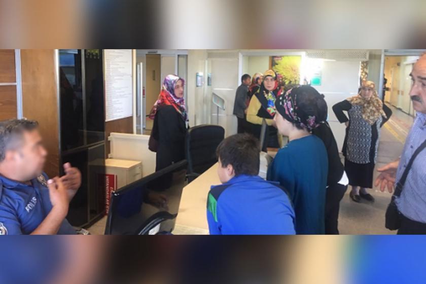 Rize Devlet Hastanesinin acil servisinde memur olmayınca hastalar dakikalarca bekledi