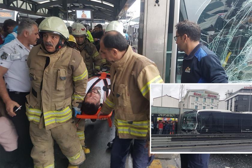 Haramidere'de iki metrobüs çarpıştı: 5 kişi yaralandı