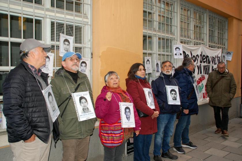 Meksikalılar, kaybedilen 43 öğrenci için adalet istiyor