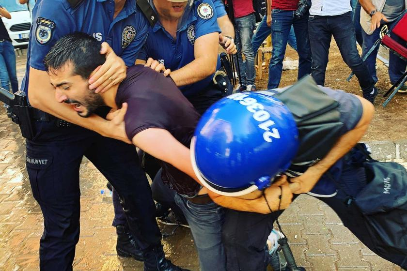 'Suriye operasyonu' eylemleri yasağı: Vekiller darbedildi, çok sayıda kişi gözaltında