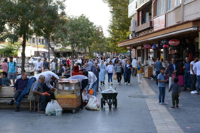 Diyarbakır'da operasyona tepki: Ülkeye faydası yok, faturası bize vergi olacak