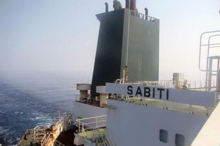 Suudi Arabistan açıklarındaki İran tankerinde patlama: Roket saldırısı olabilir