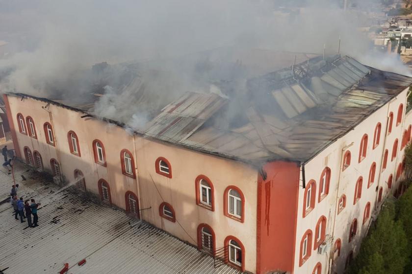 Siirt'te Kuran kursu binasında yangın: Çatı çöktü