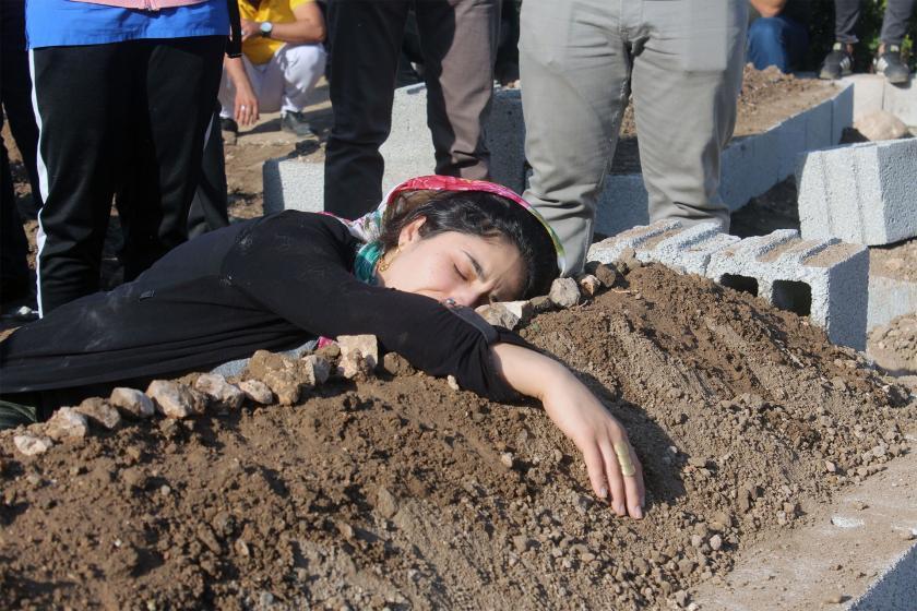 Nusaybin'de hayatını kaybedenlerin cenaze töreninde operasyon tepkisi