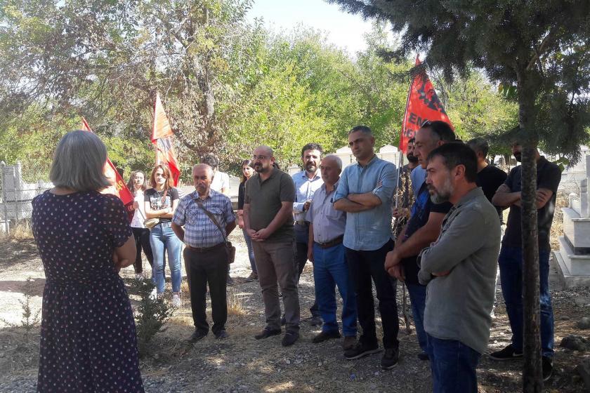 Ankara Katliamı'nda yaşamını yitiren Ali Deniz Uzatmaz mezarı başında anıldı