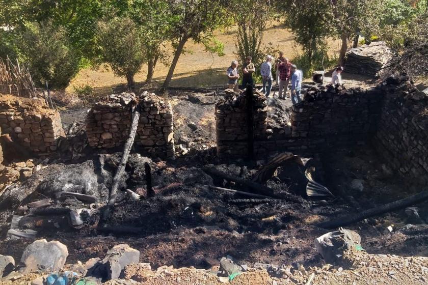 Dersim'de yangın: 2 ev kül oldu, 26 hayvan öldü