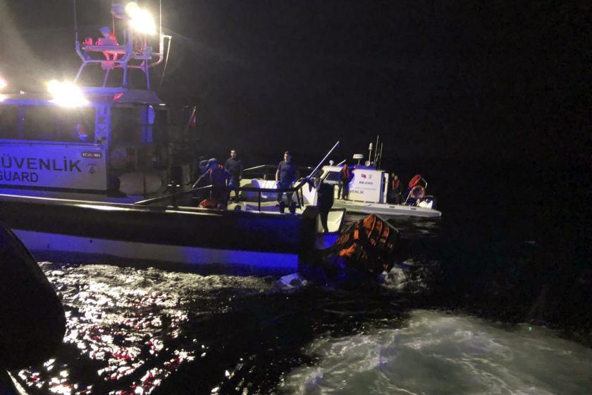 Balıkesir'de mültecileri taşıyan tekne battı: 1 çocuk ve 1 bebek yaşamını yitirdi