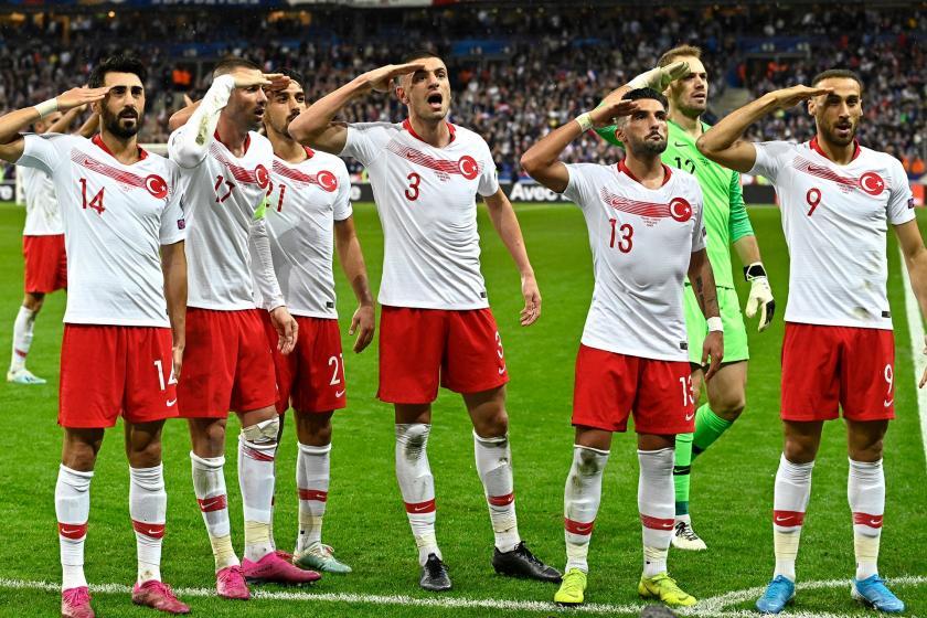 UEFA, Türkiyeli futbolcuların asker selamı vermesiyle ilgili soruşturma başlattı